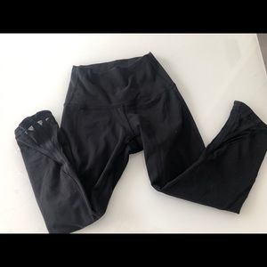 Lulu lemon Capri black yoga pants with mesh